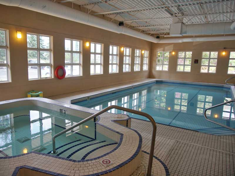 Pool Hotel Canmore